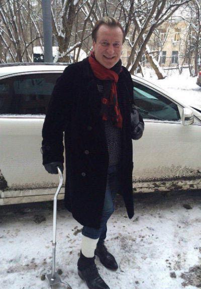 Сергей Пенкин пообещал выйти на сцену и на костылях