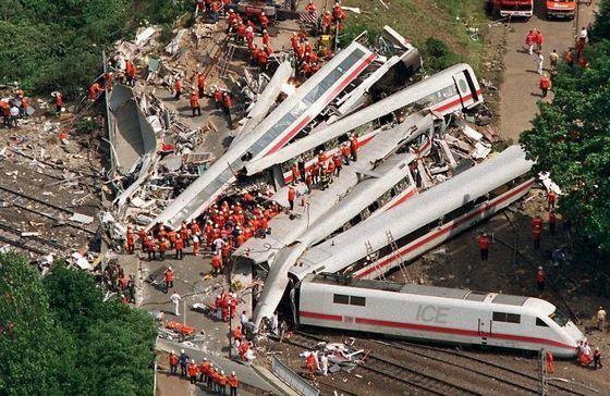 Самое страшное крушение поезда на Шри-Ланке унесло более двух тысяч жизней