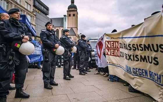 Митинг против сексуальных домогательств мигрантов в Германии