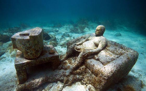Одна из скульптур подводного музея