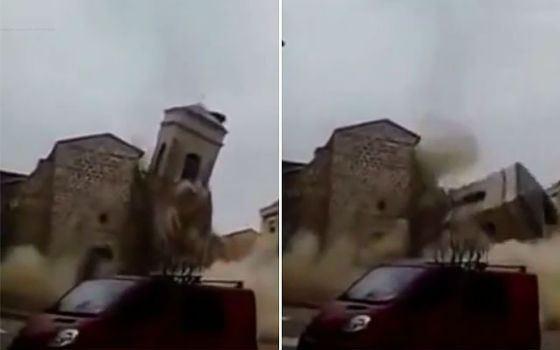 Церковь в момент обрушения