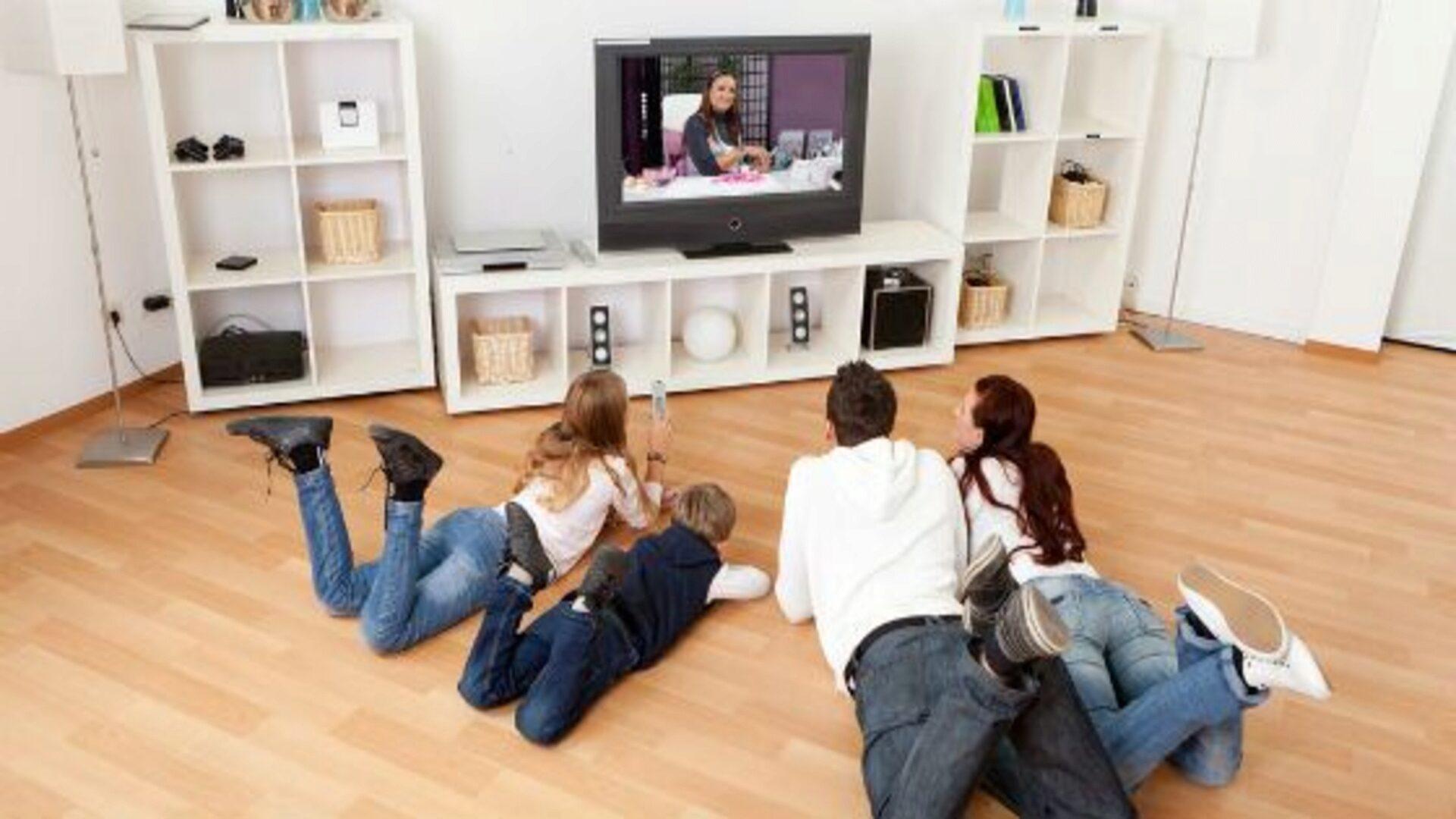 У телевизора собираются всей семьей