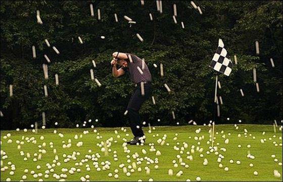 В  городке Пунта-Горда (Punta Gorda), штат Флорида, ураган принес мячи для гольфа