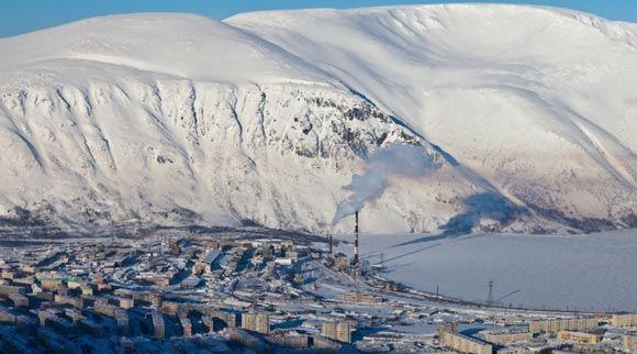 В Мурманской области снежная лавина сошла на город Кировск