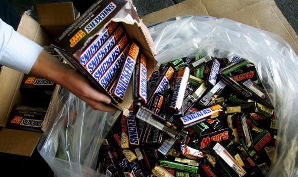 В ФРГ отзывают батончики Mars и Snickers из-за попадания пластика