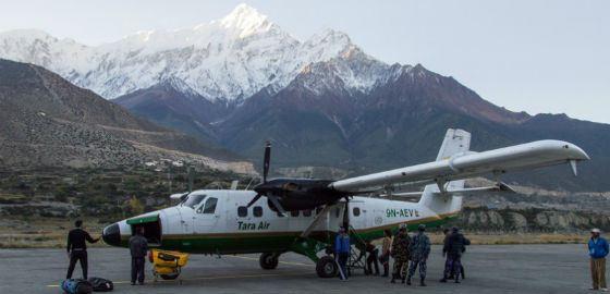 В Гималаях пропал пассажирский самолет