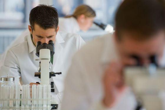 Ученые назвали профессии, провоцирующие рак