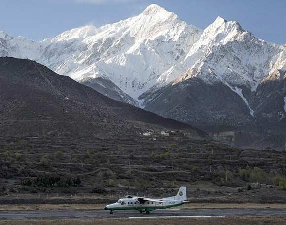 Самолет Tara Airlines врезался в гору из-за утреннего тумана