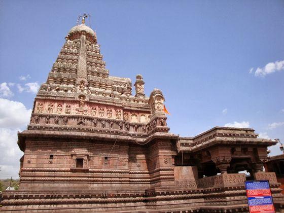 Храм Гришнешвор в Индии служит для странных нужд