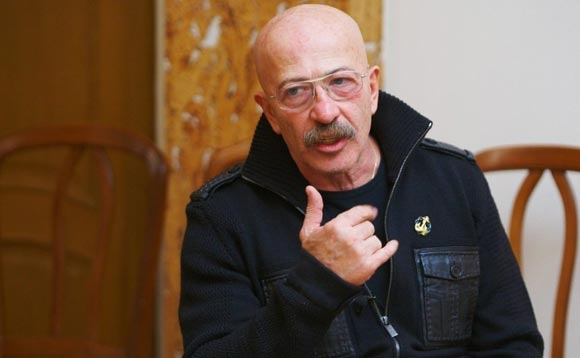 Alexander Rosenbaum was hospitalized due to heart problems.