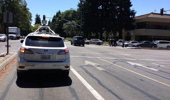 Самоуправляемый автомобиль Google попал в ДТП в Калифорнии