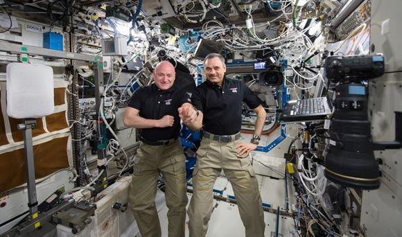Участники 46-й экспедиции на МКС вернулись на Землю