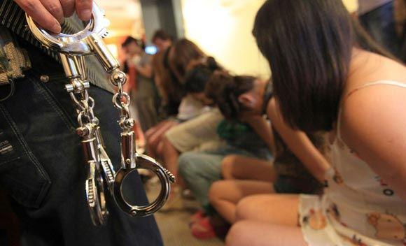 Российская полиция задержала участников группы, торговавшей женщинами
