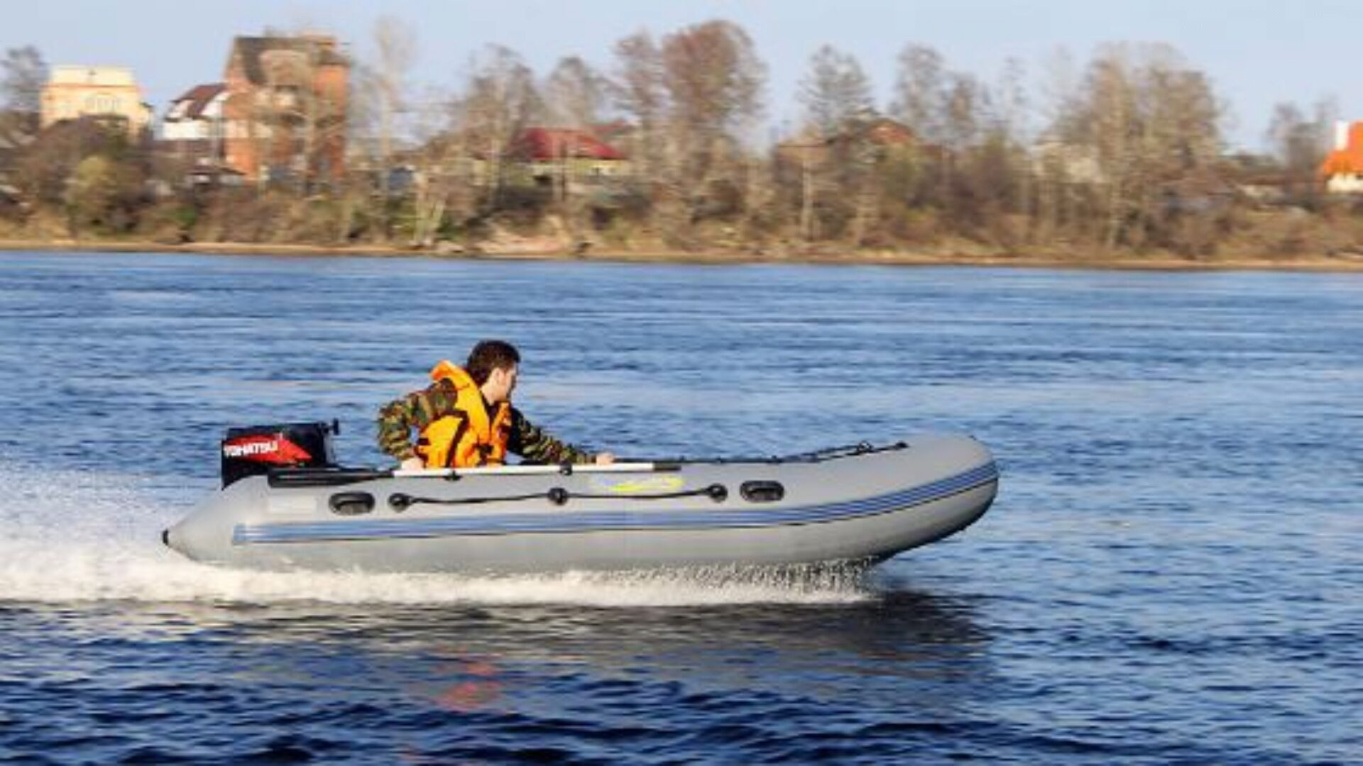 На лодку из ПВХ можно установить мотор