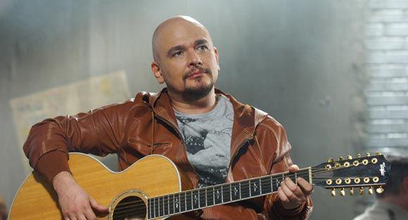 В СМИ появились сообщения о задержании в аэропорту певца Трофима