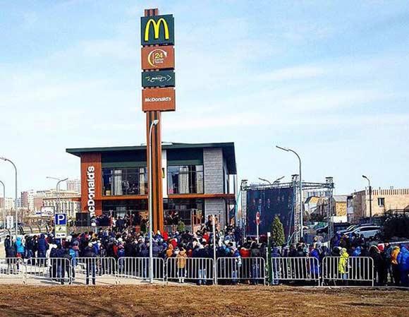 Открытие нового ресторана McDonald's вызвало ажиотаж среди жителей Астаны