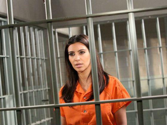 Ким Кардашьян попала за решетку только для съемки клипа