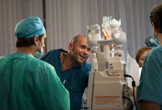 Из следователей – во хирурги