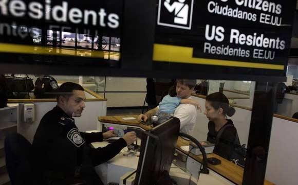 Чиновники закрыли визу Лесина, отметив в записях, что он покинул США