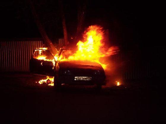 Извращенцы погрузили их тела в багажник машины и подожгли