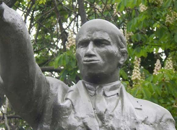 Иван Ургант сильно обидел коммунистов шутками о памятнике Ленину