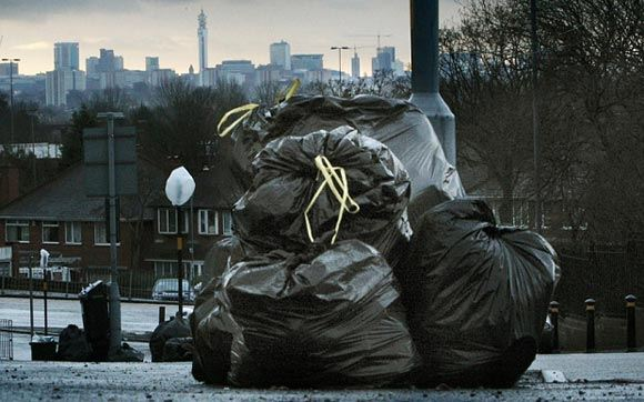 В Британии мусорные баки будут следить за тем, как пенсионеры выбрасывают мусор