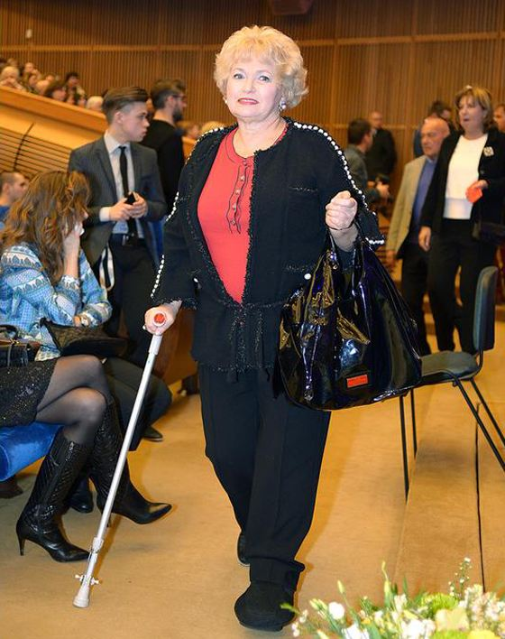 На концерт Людмила Нарусова пришла с палочкой