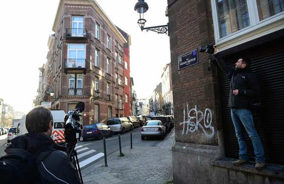 В одной из коммун Брюсселя нашли флаг ИГ и бомбу