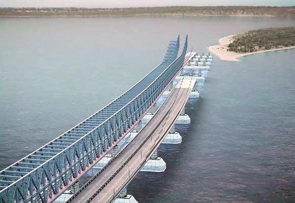 Турецкий сухогруз протаранил мост через Керченский пролив