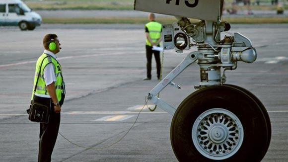 Летевший в Грозный мужчина попытался перерезать себе горло