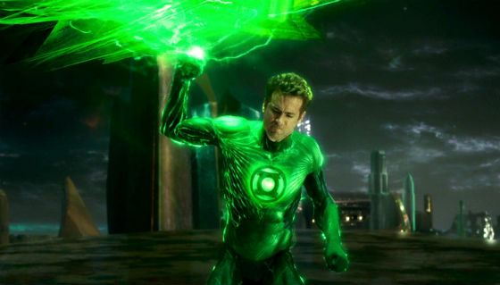 Green Lantern. Reynolds hardly managed to cope with his role of a superhero