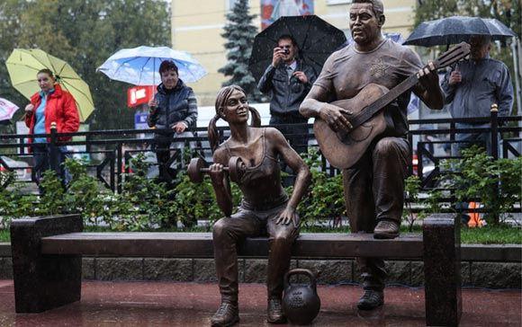 Вандалы повредили скульптурную композицию «Ребята с нашего двора»