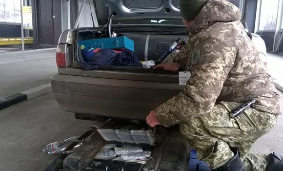 Украинец хотел провезти в Россию 150 млн рублей