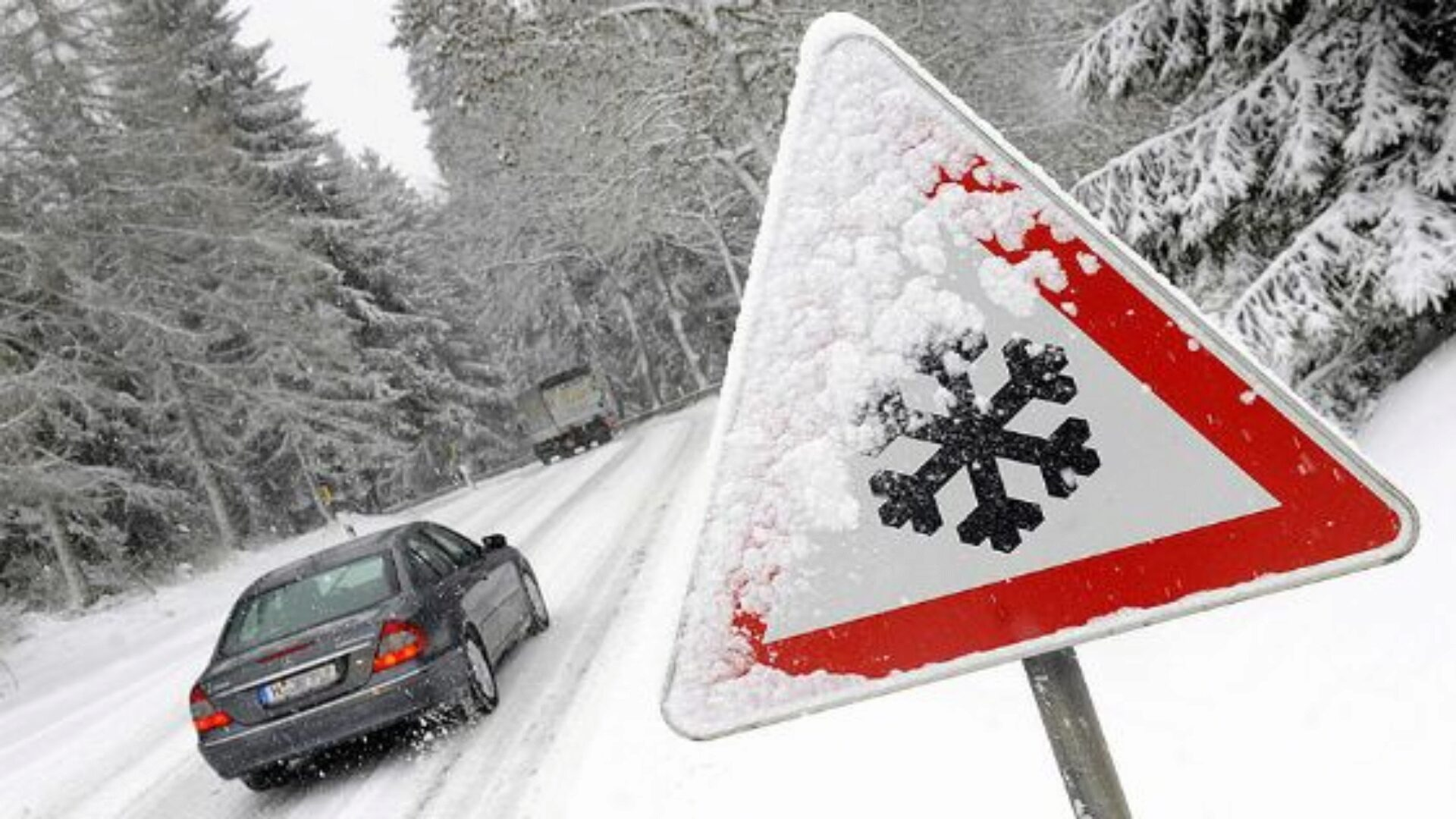 Управлять машиной зимой нужно очень аккуратно