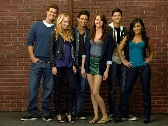 Star of the series «The Secret Life of an American Teenager» (center)