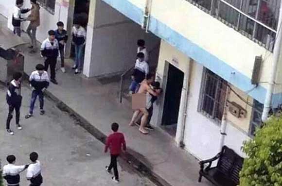 Учитель-насильник набросился на школьницу прямо в школьном дворе