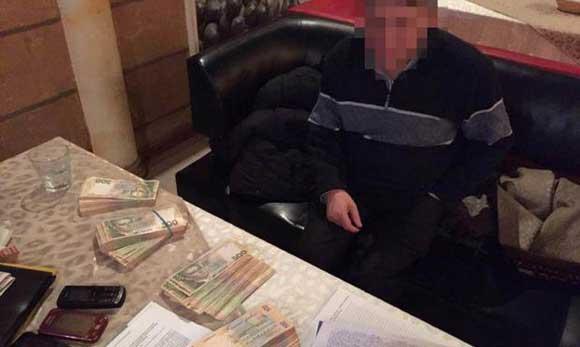 Попавшийся на взятке одесский судья открыл стрельбу и сбежал