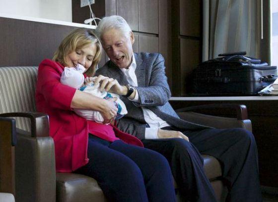 Хиллари Клинтон с мужем и внучкой Шарлоттой