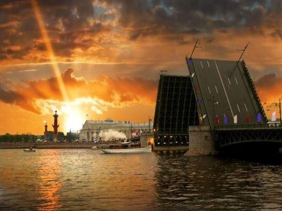 Петербург стремительно растет и развивается