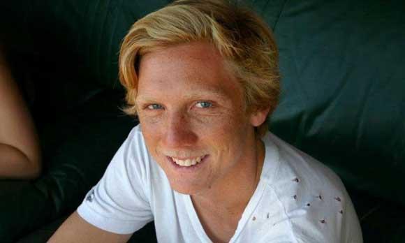 Австралийского серфингиста оставила без ноги акула