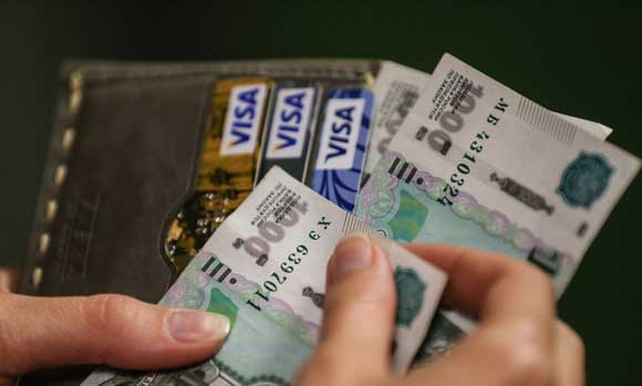 Survey: the share of Russians without savings increased to a maximum in 10 years