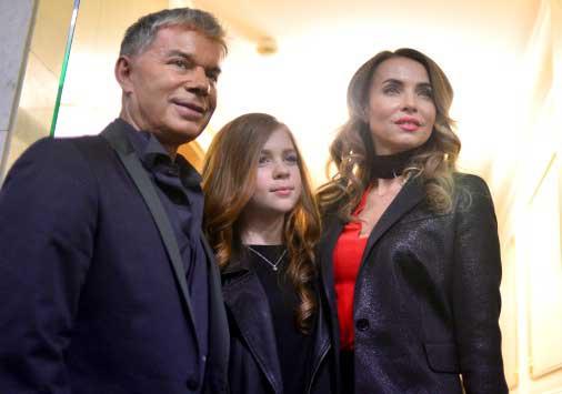 Олег Газманов с женой и дочкой