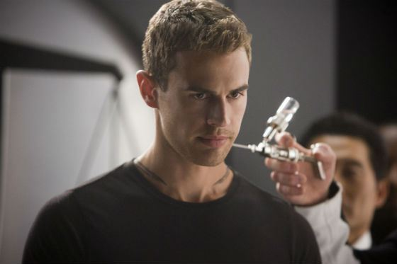 Theo James – Tobias Eaton, instructor of divergents
