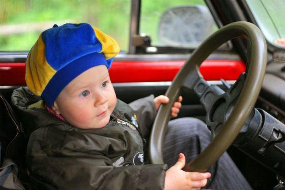 Детям  безопаснее  на заднем сидении