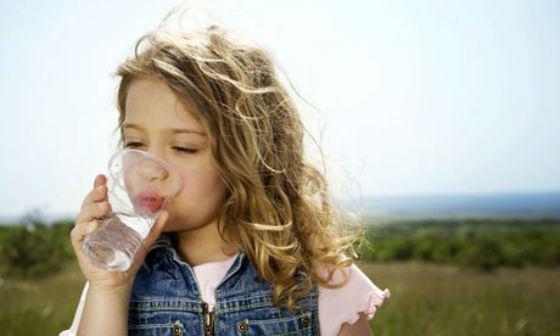 В дорогу лучше взять воду без газа