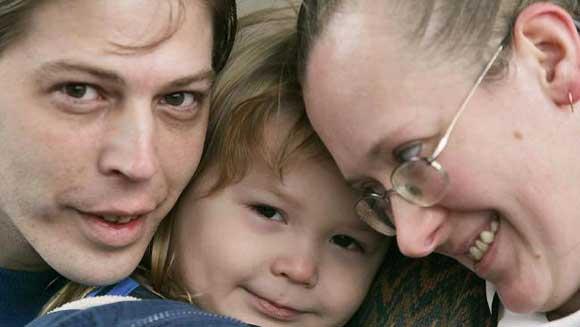 Пару нео-нацистов, назвавших сына Гитлером, лишили родительских прав