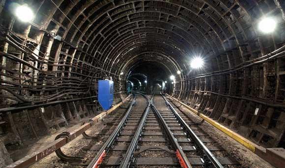 В утренний час пик в Москве встала Замоскворецкая линия метро