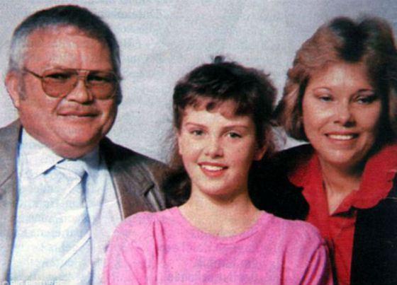 Маленькая Шарлиз Терон с родителями