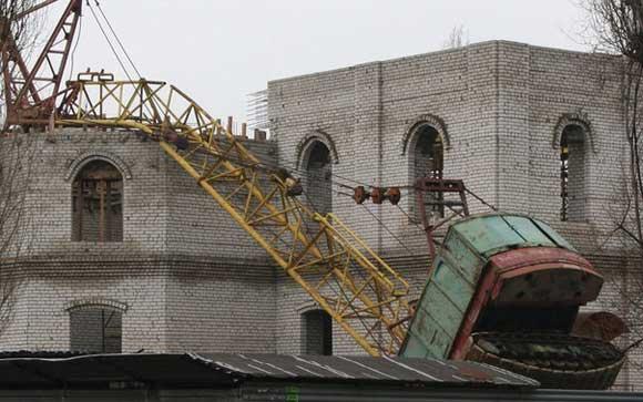 Кран упал на недостроенный липецкий храм