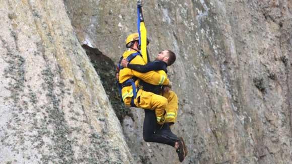 В Калифорнии спасли мужчину, забравшегося на скалу, чтобы сделать предложение своей девушке